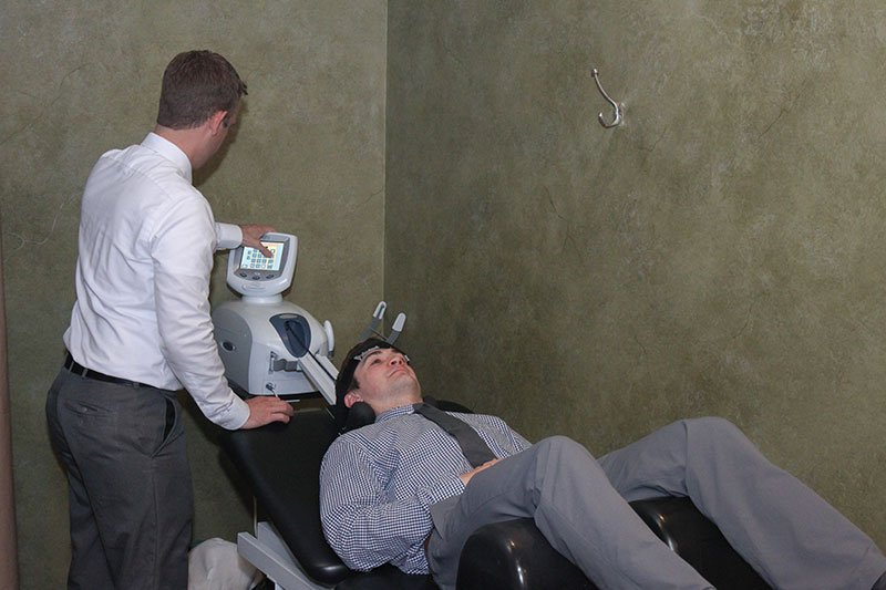 Disc decompression therapy as a part of chiropractic treatments